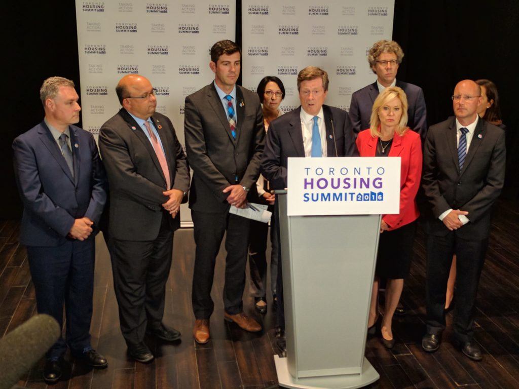 Mayor Crombie joins members of the Federation of Canadian Municipalities Big City Mayors' Caucus during the 2016 Toronto Housing Summit.